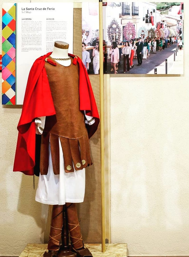 Exposición de las Fiestas de la Santa Cruz en el Hogar Extremeño de Zaragoza